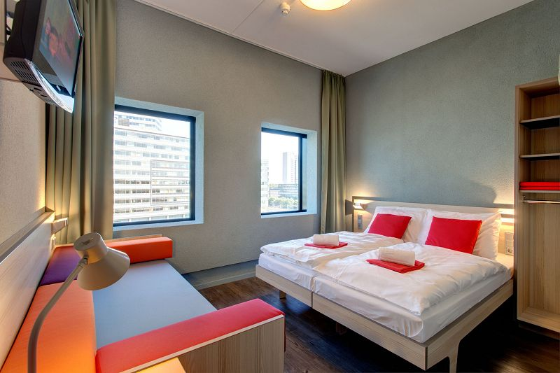 meininger hotel amsterdam f r klassenfahrten und gruppen. Black Bedroom Furniture Sets. Home Design Ideas